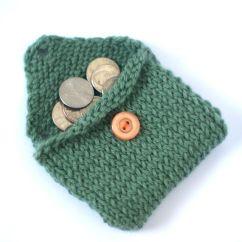 http://craftycrunchyspicy.blogspot.com/2012/04/change-purse-knitting-pattern.html
